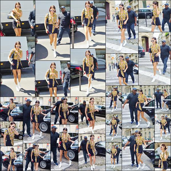 - ''03.07.17'-''─''Après avoir quitté son hôtel, Bella Hadid a été aperçue en dévalant les rues de la ville de Paris ![/s#00000ize]Bella est visiblement une adapte du motif à carreaux ces derniers jours puisqu'elle aborde encore fièrement ce motif pour cette tenue portée aujourd'hui. -