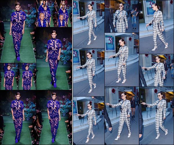 - ''05.07.17'-''─''Bella Hadid défilait sur le podium pour la marque « FENDI », à la semaine de la Haute Couture ![/s#00000ize]C'est une énième fois, dans une tenue très peu opaque que Bella a défilé et a été photographiée en quittant les lieux, dans une tenue encore à carreaux. -