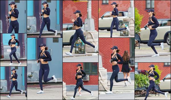 - -'24.07.17'-''─''En journée, Bella Hadid a été photographiée en faisant son jogging dans les rues de New York ![/s#00000ize]Fidèle à ses habitudes, Bella opte pour un look total black et cette fois-ci signé par la marque sportive très célèbre, Nike ! Aucun avis pour cette tenue ... -