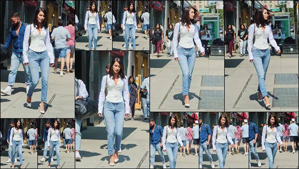 - '-26/08/17-'''✈''Bella Hadid se dirigeait vers les bureaux officiels de la marque « Victoria's Secret » à New York. C'est dans une tenue très sobre, que la brunette s'est rendue aux bureaux de la célèbre marque de lingerie, avec sa nouvelle coupe de cheveux ! Un top.-