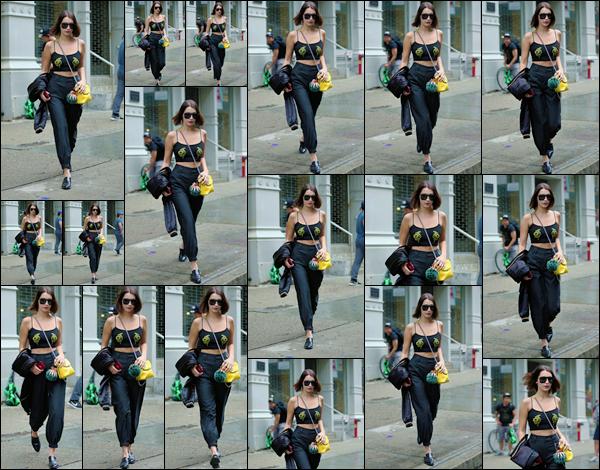 - '-06/09/17-'''✈''Bella Hadid quittait les bureaux de la célèbre marque « Marc Jacobs » dans la ville de New York. Bella était affublée d'un look total black pour cette sortie ayant pour trait un rendez-vous d'affaire ou des essayages pour la marque en vu de la FW 2017.-