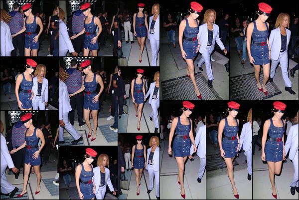 -'-07/09/17-'''✈''Bella Hadid quittait la soirée de lancement officiel du livre de « Mert & Marcus » dans New York. La mannequin, qui s'est rendue à cet événement comme plusieurs autres personnalités notoires, nous offre un top pour la tenue portée pour cet occasion.-