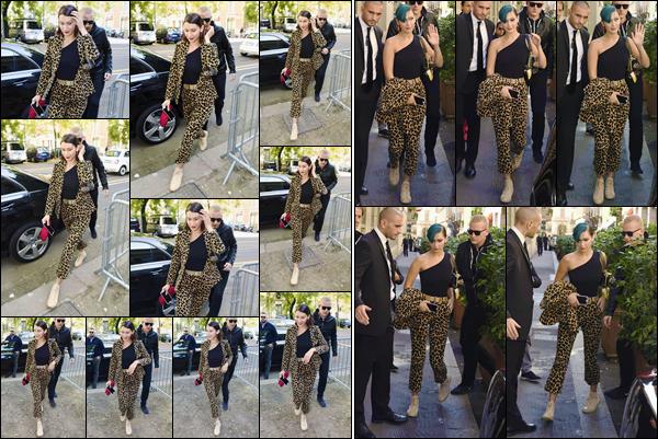 -'-21/09/17-'''✈''Bella Hadid quittait les lieux du défilé de la prestigieuse marque « FENDI » toujours dans Milan. Photographiée aussi à son arrivé sur les lieux du défilé pour la grande marque, Bella aborde une tenue à imprimé léopard et presque de la tête aux pieds.-