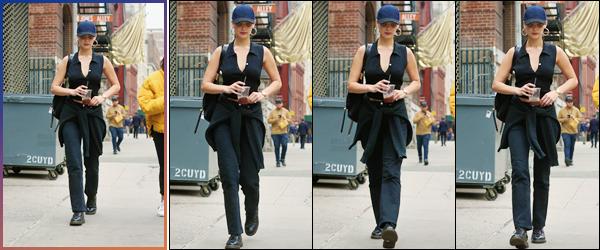 '- '- 06/11/17 -'''◊''Isabella Hadid a été aperçue en quittant un café, se trouvant dans la grande ville de New York. Enfin de retour chez elle aux États-Unis, notre belle brune pointe le bout de son nez dans les rues de New York à l'occasion de l'anniversaire de son père.-