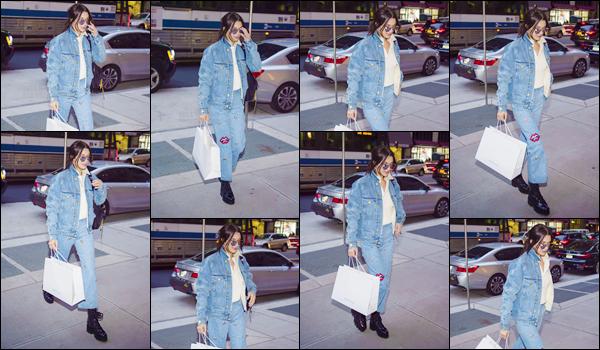 '- '- 14/11/17 -'''◊''Bella Hadid quittait un immeuble, se trouvant toujours dans la grande Métropole de New York. Cette fois-ci, la jeune mannequin aborde un look total jeans et on ne peut qu'aimer puisque cet ensemble lui va à ravir. Un gros top pour la jolie Hadid !-