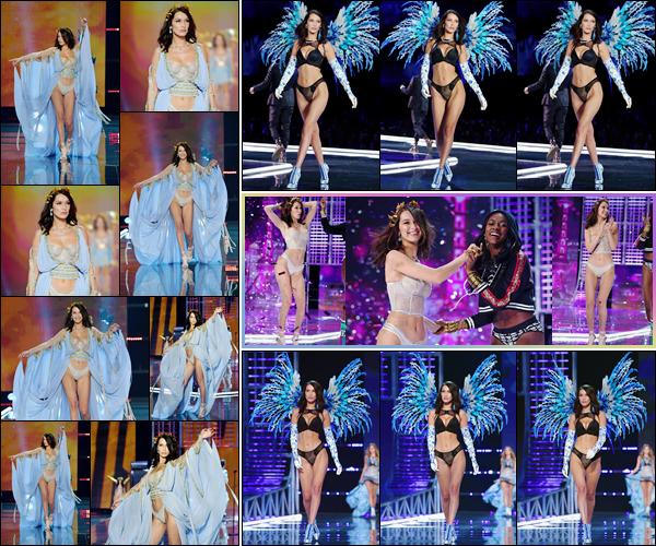 '- '- 20/11/17 -'''◊''Bella Hadid défilait sur le podium lors du « Victoria's Secret Fashion Show 2017 » à Shanghai. Notre belle a mannequin a défilé dans deux lingeries différentes lors de ce grand fashion show à l'aréna Mercedes-Benz. Aussi sublime que l'an dernier !-