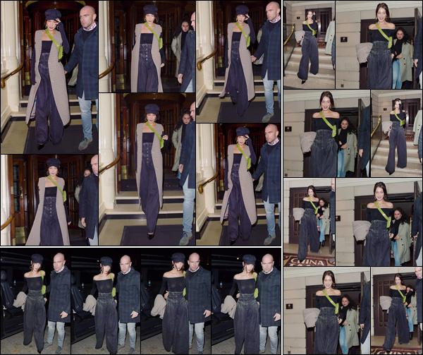 '- '- 07/12/17 -'''◊''Bella Hadid quittait le restaurant chinois « China Tang » avec son amie Ally Aflalo, à Londres. Bien évidemment, Bella Hadid et son amie ont été aperçue d'abord en quittant leur hôtel à Londres, pour se rendre au restaurant au : Dorchester Hotel.-