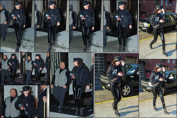 '- '-•-11/12/17 -'''─''Bella Hadid quittait son appartement à Manhattan pour se rendre sur les lieux d'un nouveau photoshoot. C'est après le photoshoot en question, qui a eu lieu dans un immeuble où Bella abordait un décolleté suggestif, qu'elle a été aperçue dehors par la suite !-