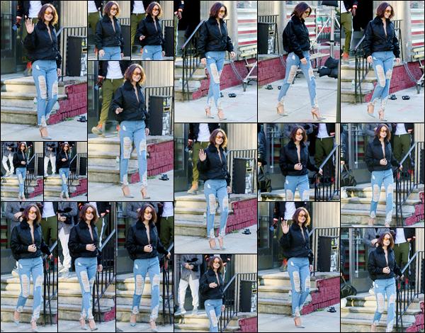 '- '-•-11/12/17 -'''─''Bella Hadid quittait son shoot, pour ensuite se rendre au restaurant « ACME » dans la ville de New York. Femme fatale, c'est ce qu'on s'attend à voir de la jeune Bella Hadid pour ce tout prochain photoshoot, qui est encore inconnu pour le moment. Gros top !-