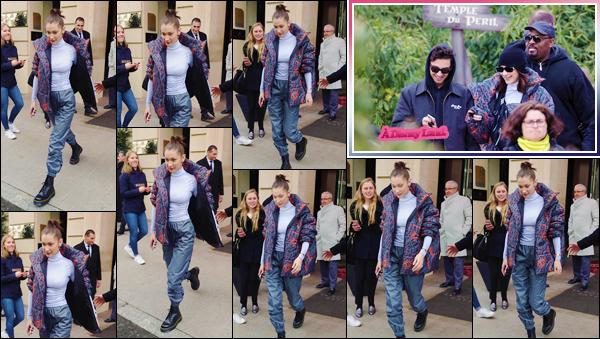 '- ''-05/03/18-' • Bella Hadid se rendait au parc d'attraction « Disney Land » qui se trouve dans la ville de Paris. C'est en quittant son hôtel « Le Royal Monceau », que Bella Hadid s'est rendue au parc parisien à thématique de l'industrie Disney. Flop !-