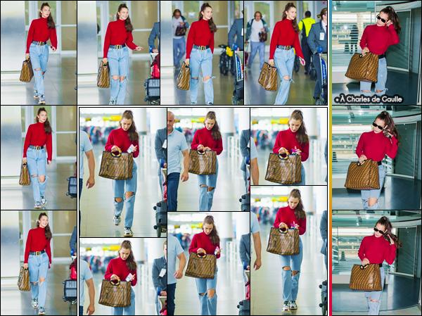- ''•-02/06/18-' : Bella Hadid arrivait à l'aéroport international de « John F. Kennedy » dans la ville de New York. Après s'être rendue à Paris pour une conférence de presse de Dior Backstage, Bella a été aperçue avec son ex boyfriend, Abel Tesfaye, toujours à Paris ! -