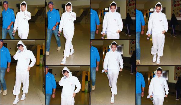 - ''•-06/06/18-' : Bella Hadid arrivait à l'aéroport international de « Newark », qui se trouve dans le New Jersey. Bella Hadid s'envole pour des vacances dans la ville de Cancún, au Mexique. Un moment de repos bien mérité sous le soleil et sur les plages mexicaines. -