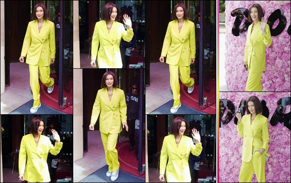 - ''•-23/06/18-' : Bella Hadid était présente lors du défilé de « Dior's Men's SS19 » ayant lieu dans la ville de Paris. Notre jolie brune était accompagnée des jumelle Sama et Haya. Elle a pris la pose en compagnie de la mannequin Winnie Harlow ainsi que Karl Lagerfeld. -
