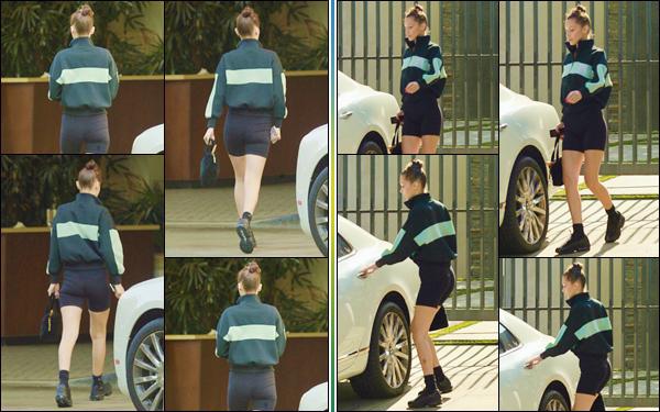 - ''•-26/08/18-' : Bella Hadid a été photographiée en quittant un hôtel, avec son petit ami Abel dans Los Angeles. Bella passe beaucoup de temps en compagnie de son amoureux, et profite des derniers jours de l'été, dans la Cité des Anges. Je lui accorde un gros bof ! -