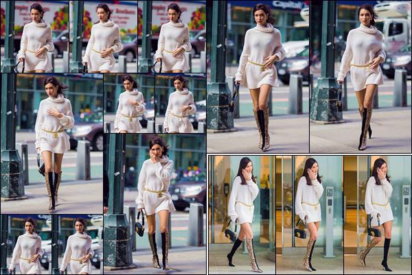 - '-• 03/11/18-''─ Bella Hadid se rendait dans les locaux de chez « Victoria's Secret », dans la ville de New York. Elle a par la suite été photographiée en quittant l'immeuble, qui abrite les bureaux de la marque de sous-vêtements, après ses essayages. -