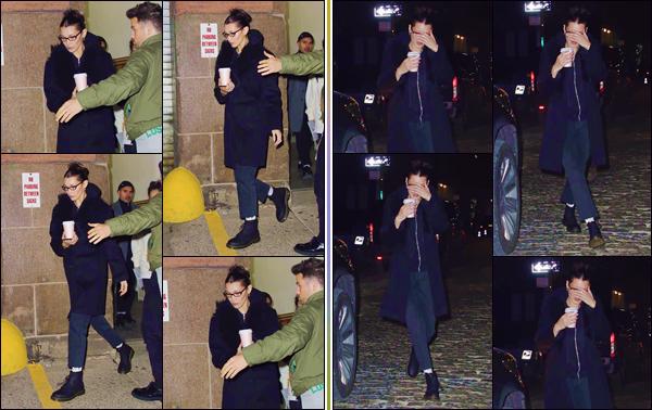 - '-• 19/11/18-''─ Bella Hadid a été photographiée en quittant un café, en compagnie de son copain à New York. Le couple a été photographié dans les rues de la Grosse Pomme une fois la nuit tombée, sûrement en direction de leur appartement. Top. -