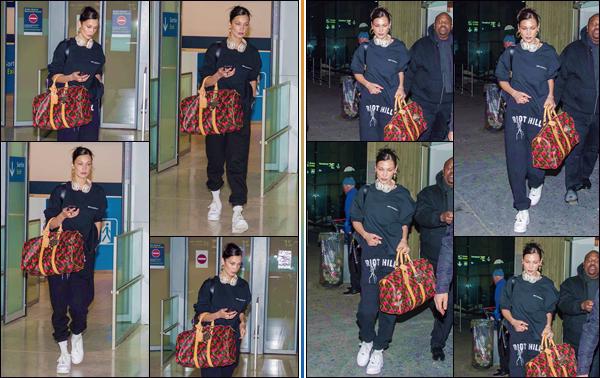 - '-• 12/12/18-''─ Bella Hadid arrivait à l'aéroport international de : « Charles de Gaulle », dans la ville de Paris. C'est premièrement photographiée à l'aéroport de « LAX », la belle arrivait dans la capitale française pour une raison inconnue. Petit bof. -