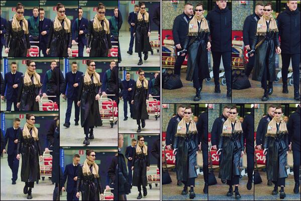 - '-• 12/01/19-''─ Bella Hadid a été photographiée en quittant l'aéroport de « Malpensa », dans la ville de Milan. Malgré les rares apparitions de la mannequin américaine, celle-ci voyage encore pour son travail et se trouve à présent en Italie. Petit top. -