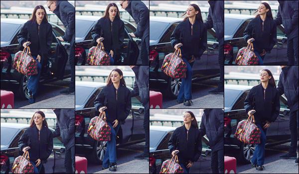 - '-• 13/01/19-''─ Bella Hadid a été aperçue en arrivant à l'aéroport international de : « Malpensa », dans Milan. Après avoir défilé pour la marque « Versace » lors de la SS19 Menswear d'automne et hiver, Bella Hadid quitte l'Italie pour rentrer à NY ! -