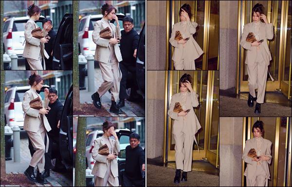 - '-• 06/02/19-''─ Bella Hadid a été photographiée alors qu'elle se trouvait dans les rues de la ville de New York. C'est en quittant un immeuble que notre jolie mannequin américaine a été photographiée en rejoignant sa voiture dans la Grosse Pomme. -