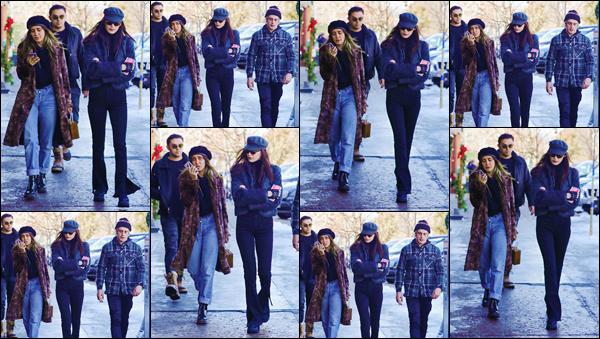 - ''•-24/12/16-' : Bella Hadid se promenait avec plusieurs amies, dans la ville d'Aspen qui se trouve au Colorado. Souvent, pour la fin de la période des fêtes, Bella Hadid va passer du temps dans la ville d'Aspen. Je lui accorde un petit top à Baby Bels ! -