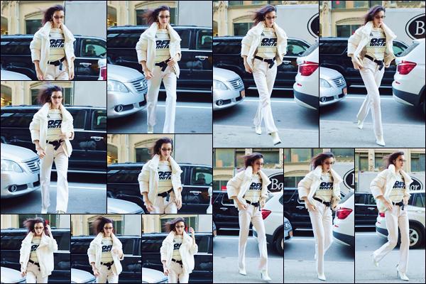 - '-• 09/02/19-''─ Bella Hadid se rendait sur les lieux du défilé de « Brandon Maxwell » ayant lieu dans New York. La belle brune enchaîne les défilés pour divers créateurs depuis quelques jours. C'est dans une jolie robe blanche qu'elle a défilé sur place. -