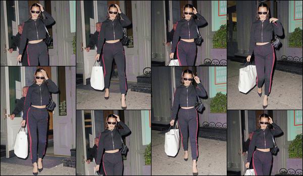 - ''•-10/05/17-' : Bella Hadid a été photographiée quand elle quittait une boutique pour du shopping à New York. Ce fut une journée chargée en sortie pour la belle mannequin, qui n'a pas cessée de se déplacer en ville ce jour-là. J'accorde un gros bof ! -