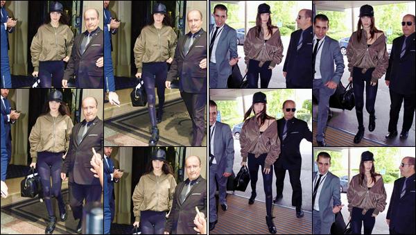 - ''•-27/05/16-' : Bella Hadid se rendait à la gare : « Charles de Gaulle », se trouvant situé dans la ville de Paris. Après avoir quitté son hôtel, le séjour de Baby Bels à Paris semble être de durée minime puisqu'elle prendra le train vers une autre ville. -