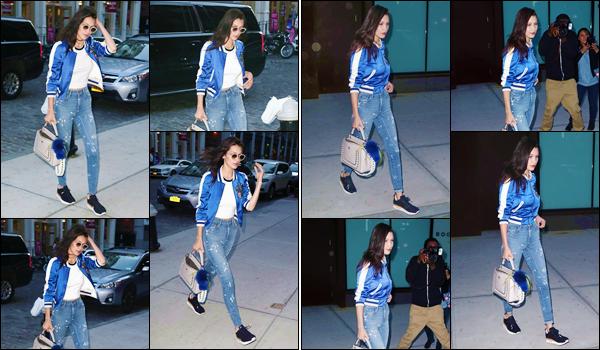 - ''•-09/06/16-' : Bella Hadid se rendait à l'appartement de sa grande s½ur Gi' Hadid, dans le coin de Manhattan. Le même soir, Bella Hadid et sa grande s½ur, Gigi Hadid, quittait l'appartement de cette dernière, dans la ville de New York. C'est un top ! -