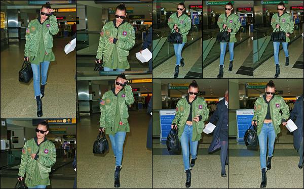 - ''•-12/01/17-' : Bella Hadid quittait l'aéroport de « LaGuardia » et qui se trouve situé dans la ville de New York. Ayant passé quelques temps dans la Cité des Anges, la jeune Hadid est de retour à New York dans une tenue qui lui va à ravir ! C'est un gros top pour B. -