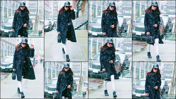 - ''•-14/01/17-' : Bella Hadid a été photographiée alors qu'elle se rendait à l'appartement de Gigi à Manhattan. Sous la neige de janvier, on retrouve une Bella Hadid emmitouflée dans son manteau et dans une tenue très peu apparente à l'½il. C'est donc un bof ! -