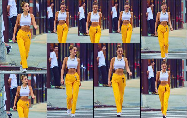"""- """"•-22/07/19-─"""": Bella Hadid a été photographiée lorsqu'elle se baladait, dans les rues de la ville de New York. Avec un grand sourire aux lèvres, la belle mannequin déambulait dans les rues de la Grosse Pomme affublée d'un pantalon jaune. Un top. -"""