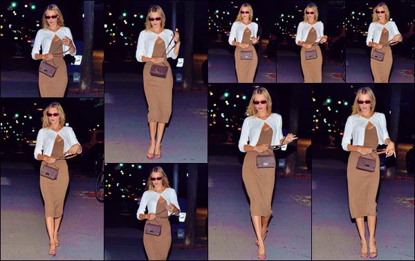 """- """"•-24/07/19-─"""": Bella Hadid a été aperçue lorsqu'elle arrivait avec une amie dans un restaurant de New York. C'est dans une tenue qui sied la jeune mannequin à ravir que nous retrouvons Bella Hadid, sur la terrasse d'un restaurant de la ville. Top ! -"""