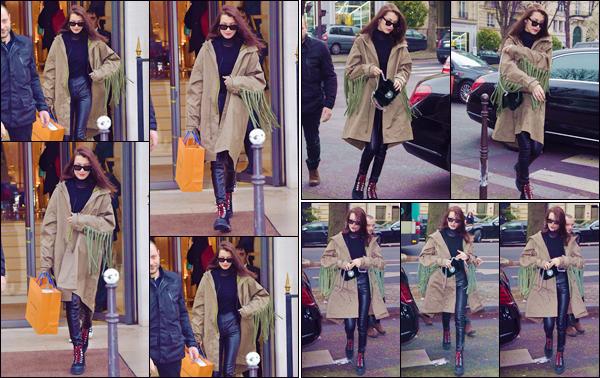 - '-• 23/01/17-''─ Bella Hadid arrivait à la boutique de luxe « Louis Vuitton », se trouvant dans la ville de Paris. Journée chargée pour la mannequin qui s'est aussi rendue dans les bureaux de la marque « Prada » après avoir fait quelques emplettes. -