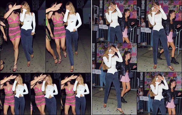 """- """"•-15/08/19-─"""": Bella Hadid a été aperçue lorsqu'elle arrivait à la boîte de nuit « Catch One » dans Los Angeles. C'est en se cachant des flashs des appareils des paparazzis, la jolie Bella Hadid et ses amies se rendaient dans la boîte de nuit type disco ! -"""