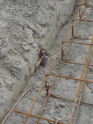 Mise en place de la cablette en fond de fouilles for Prise de terre fond de fouille