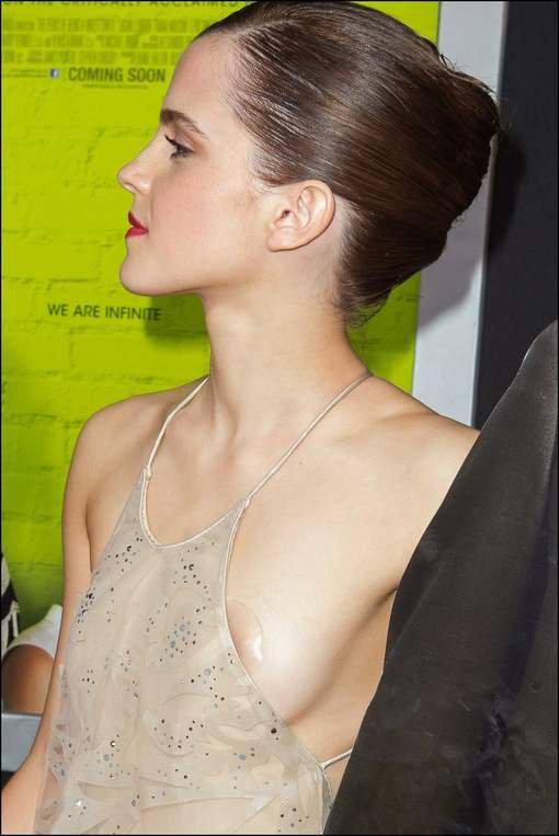 Emma Watson a eu un petit problème avec sa robe lors de l'avant première de Perks of Being a Wallflower', le 10-09-2012