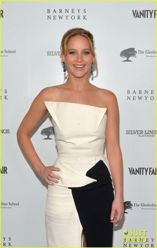 """Jennifer Lawrence & Bradley Cooper à une soirée """"Vanity Fair Pre-Oscars 2013 """" le 20-02-2013"""