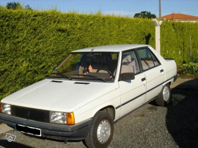 Mon ancienne Une Renault 9  de 1983 .....