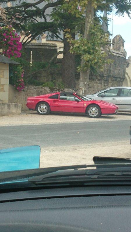Une autre Ferrari aperçu à 3 kms de chez moi