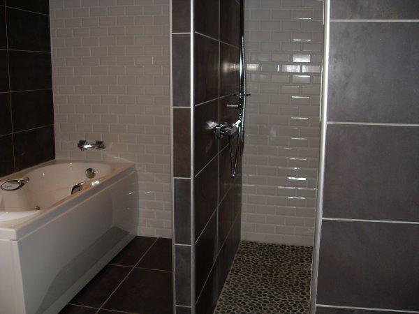 Baignoire balneo douche italienne schmidt fr d ric for Petite salle de bain douche et baignoire