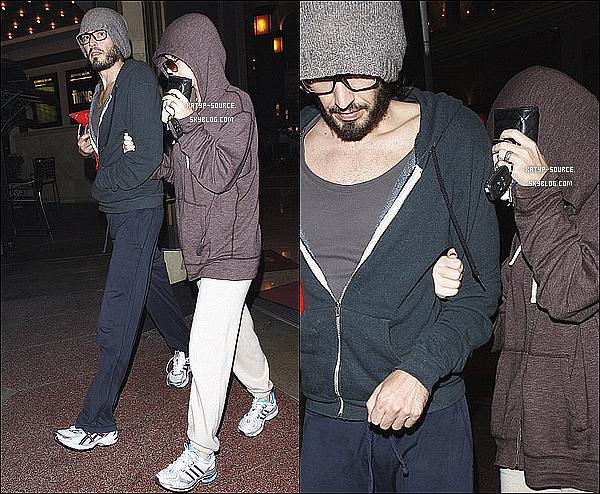 8 Août 2011 - Katy Perry et son mari Russell Brand sortant d'une salle de cinéma à Los Angeles...!