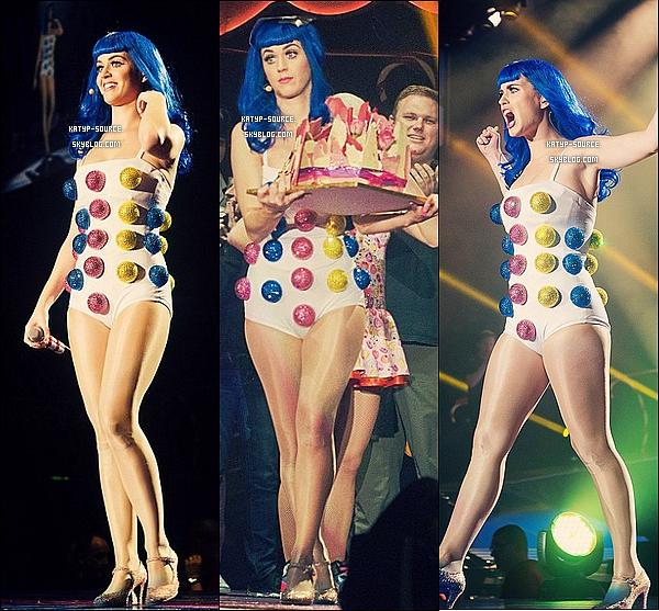 24/10/11: « California Dreams Tour » à Belfast (Angleterre) où Katy a y fêter son 27ème anniversaire.