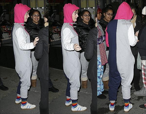 09/12/11: Katy Perry été à la sortie des studios « SNL » à New York City avec ses fans + couv.magazines
