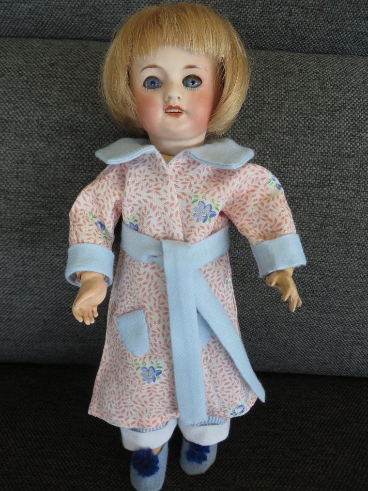 Bleuette en robe de chambre