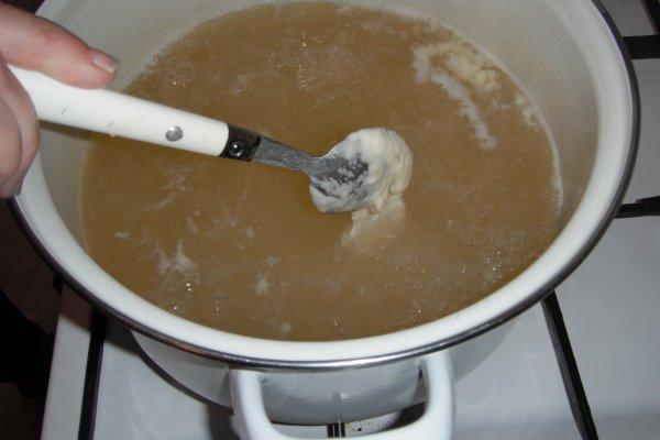 Mehlknepfle à la crème et lardon et croûton
