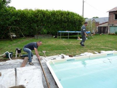 Construction de la ceinture en b ton autour de la coque for Ceinture beton piscine