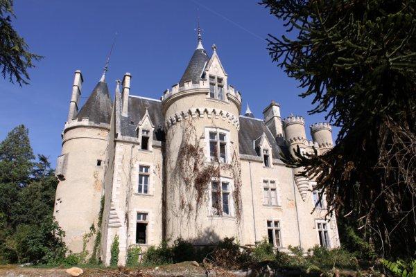 Le chateau de Fougeret (pas abandonné mais hanté)