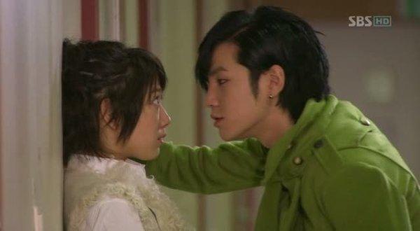 Kim Shin Hye Fiction Chapitre 18 :Jalousie ! Tu ne m'as toujours pas répondu ...