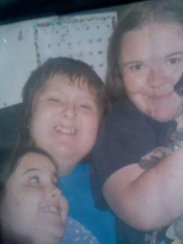 ma petite soeur,mon petit frere et moi
